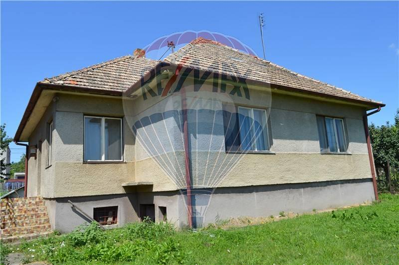predaj rodinný dom Komjatice, Partizánska