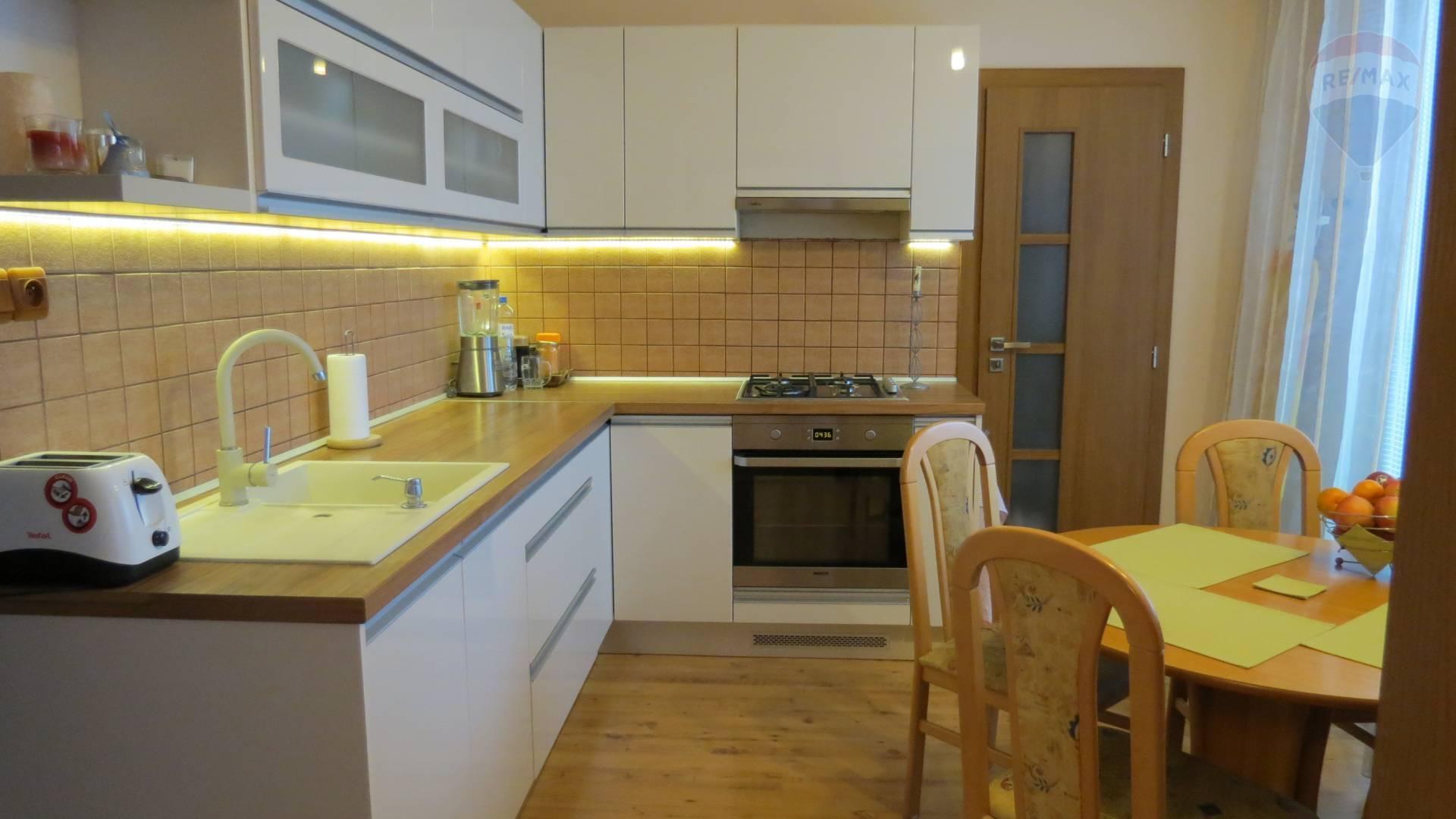 predaj 2 izbový byt Nitra, Čajkovského
