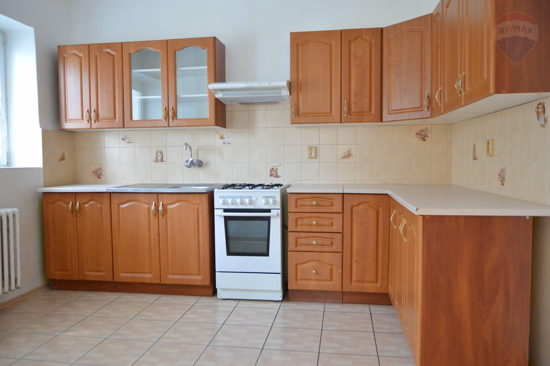 predaj 3 izbový byt Hájske