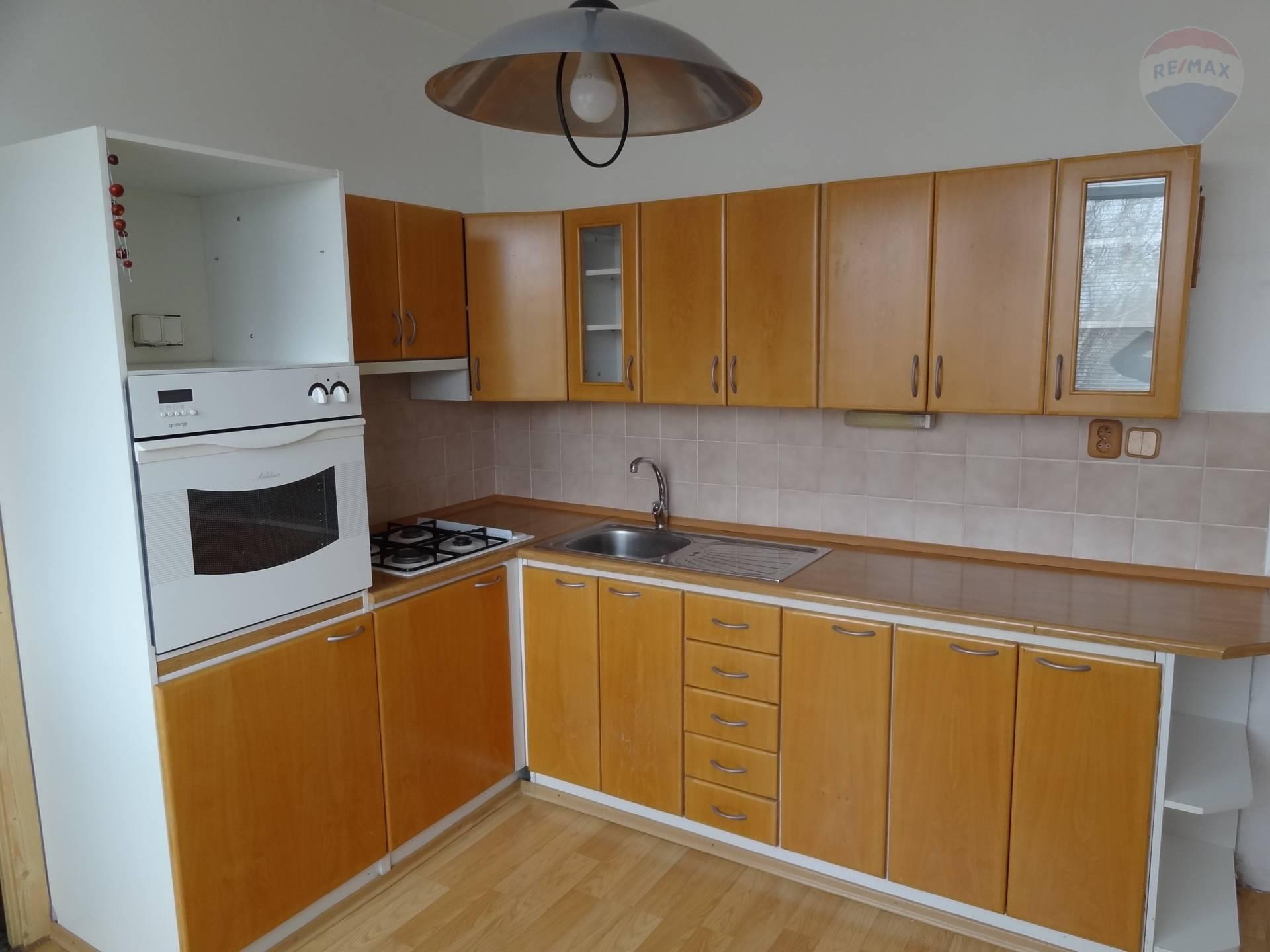predaj 3 izbový byt Topoľčany, Krušovská
