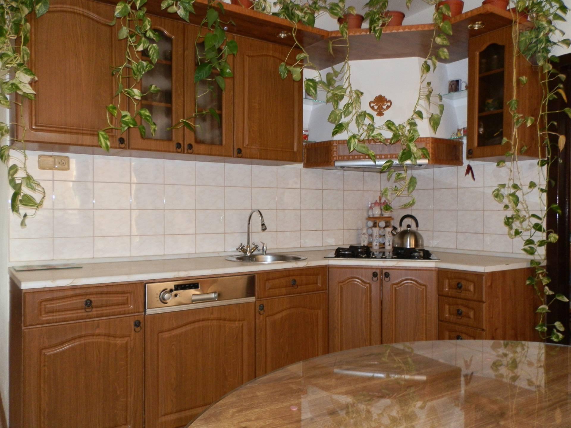 predaj 3 izbový byt Nitra, Novomeského