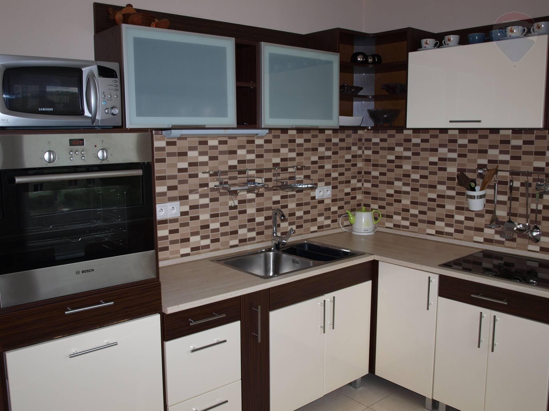 prenájom 2 izbový byt Levice, Hviezdoslavova