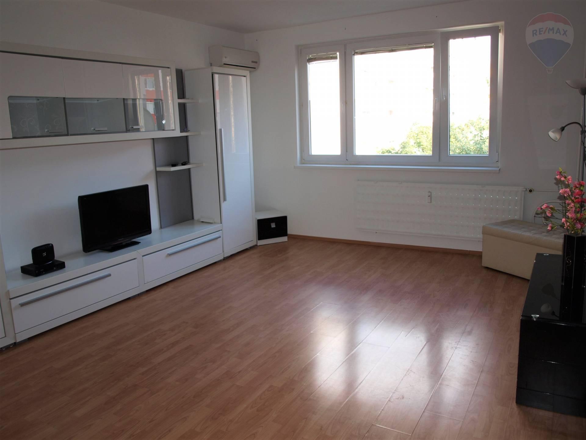 predaj 3 izbový byt Nové Zámky, Tatranská
