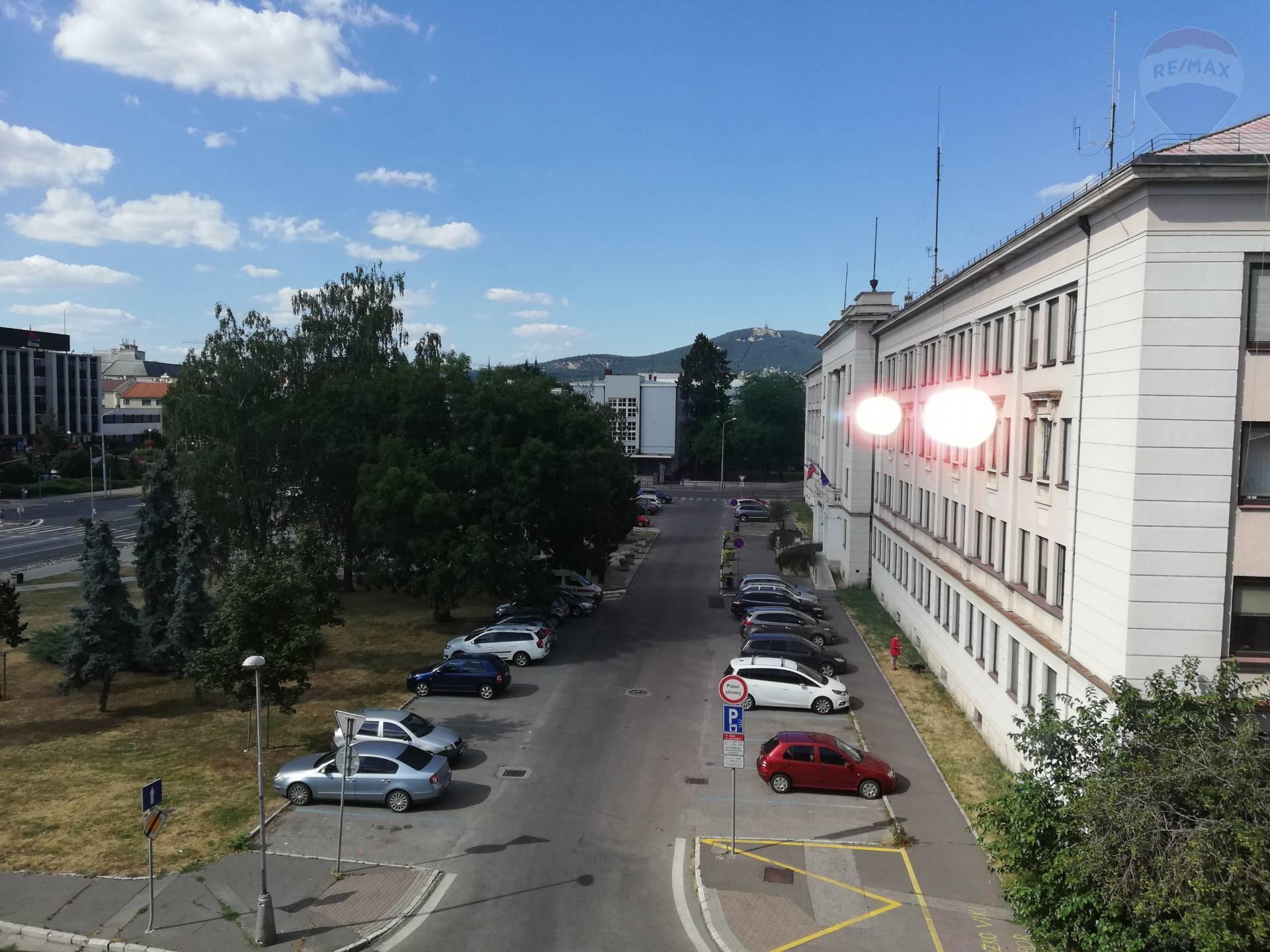 predaj 2 izbový byt Nitra, Hodžova