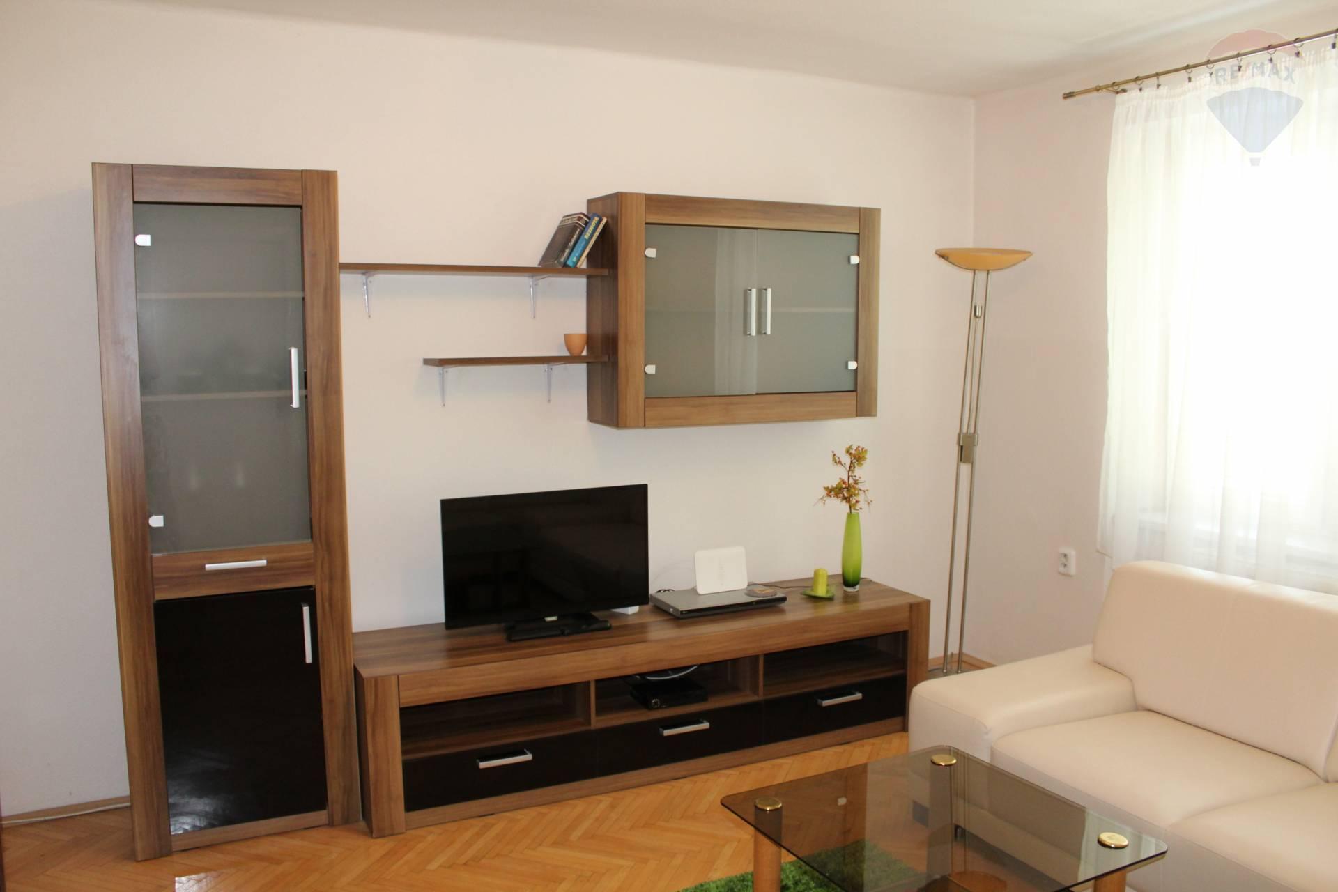 prenájom 2 izbový byt Nitra, Fraňa Mojtu