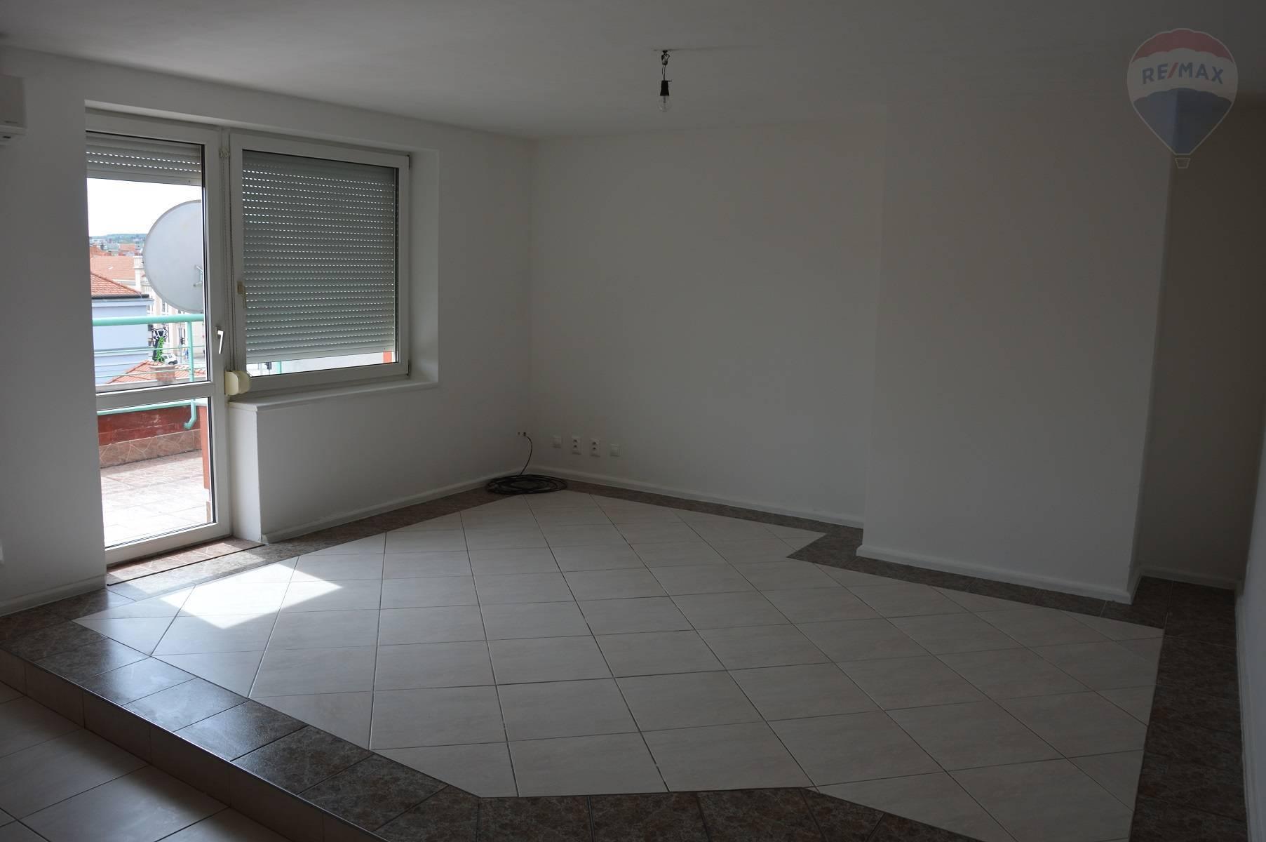 prenájom 2 izbový byt Nitra, Štefánikova trieda
