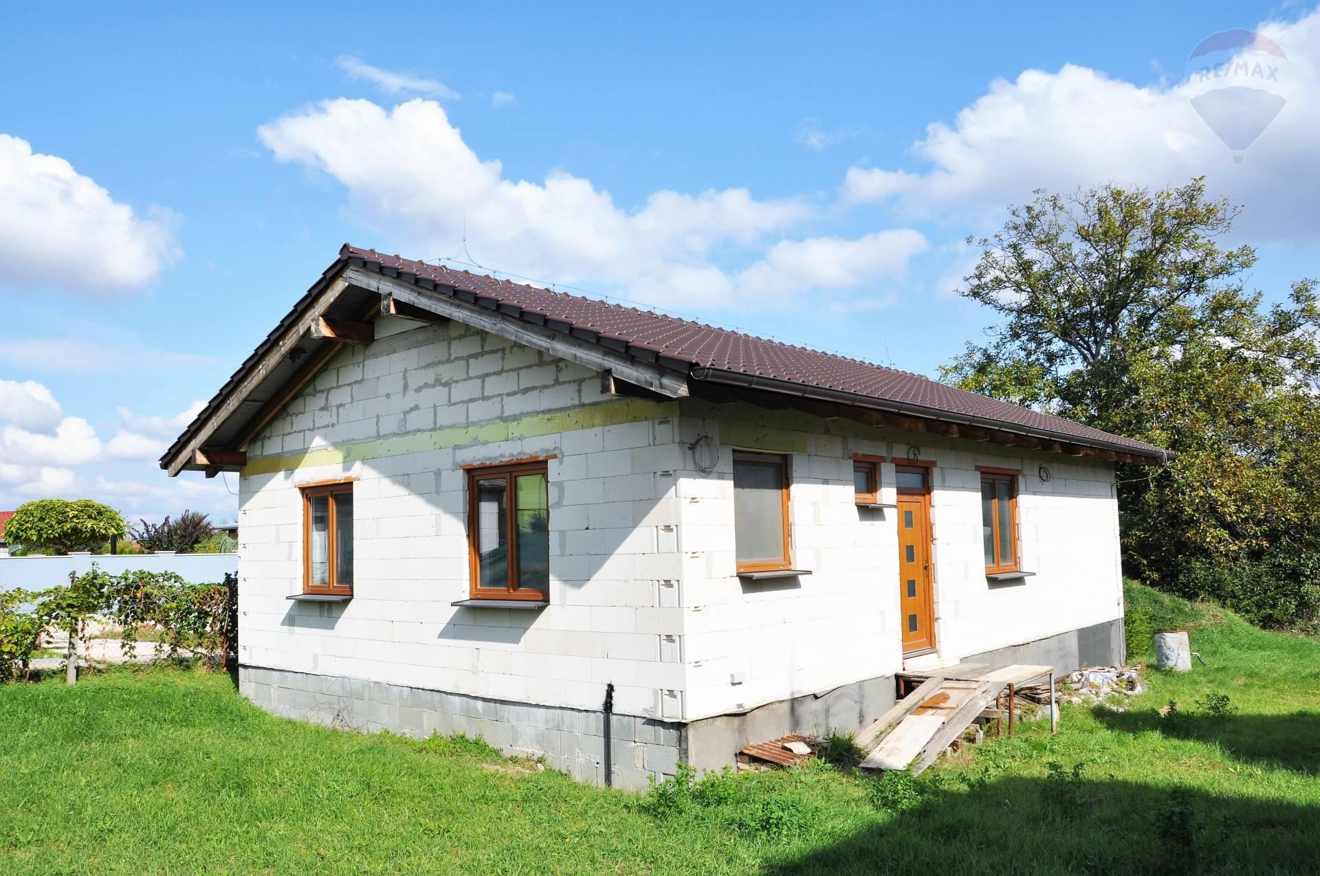 REZERVOVANÉ! Predaj rozostavaný rodinný dom v obci Lužianky.
