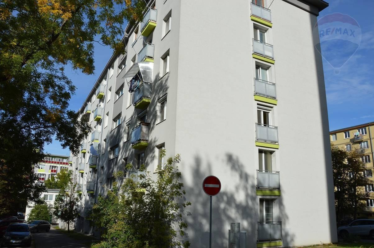 predaj 2 izbový byt Nitra, Štúrova
