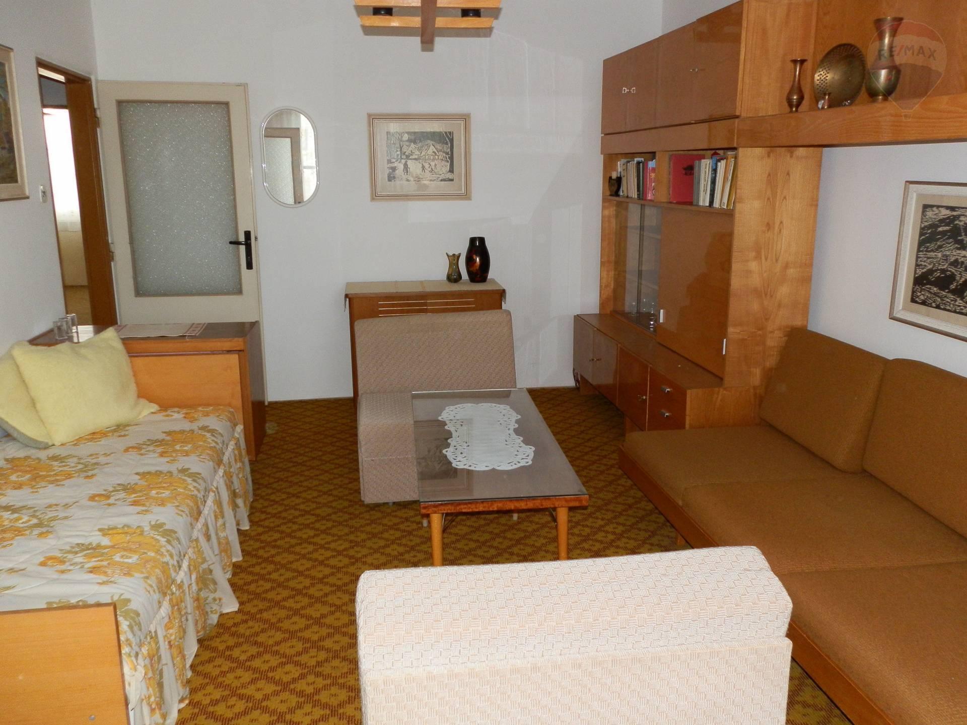 prenájom 3 izbový byt Nitra, Karpatská