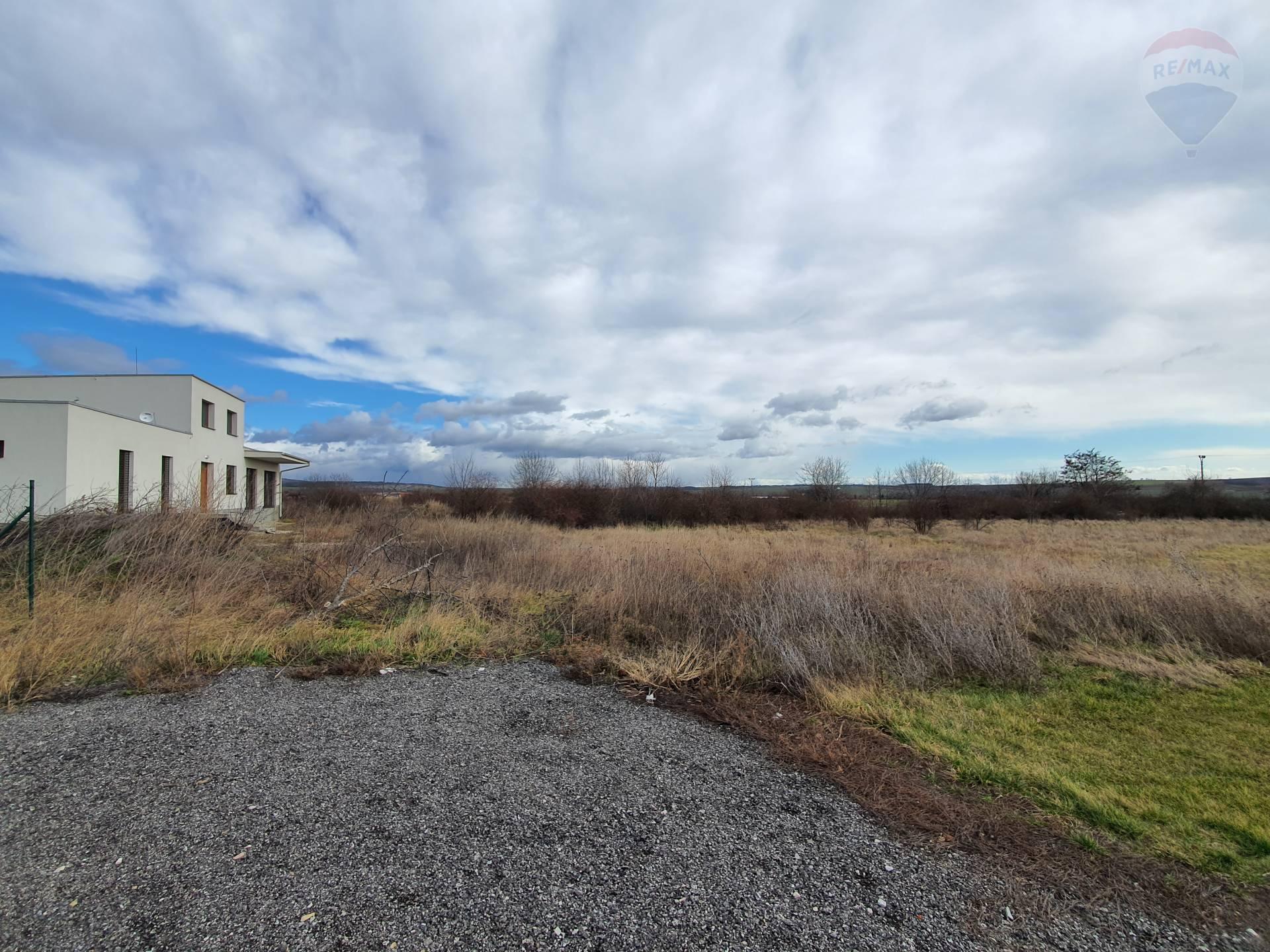 predaj stavebný pozemok Nitrianske Hrnčiarovce