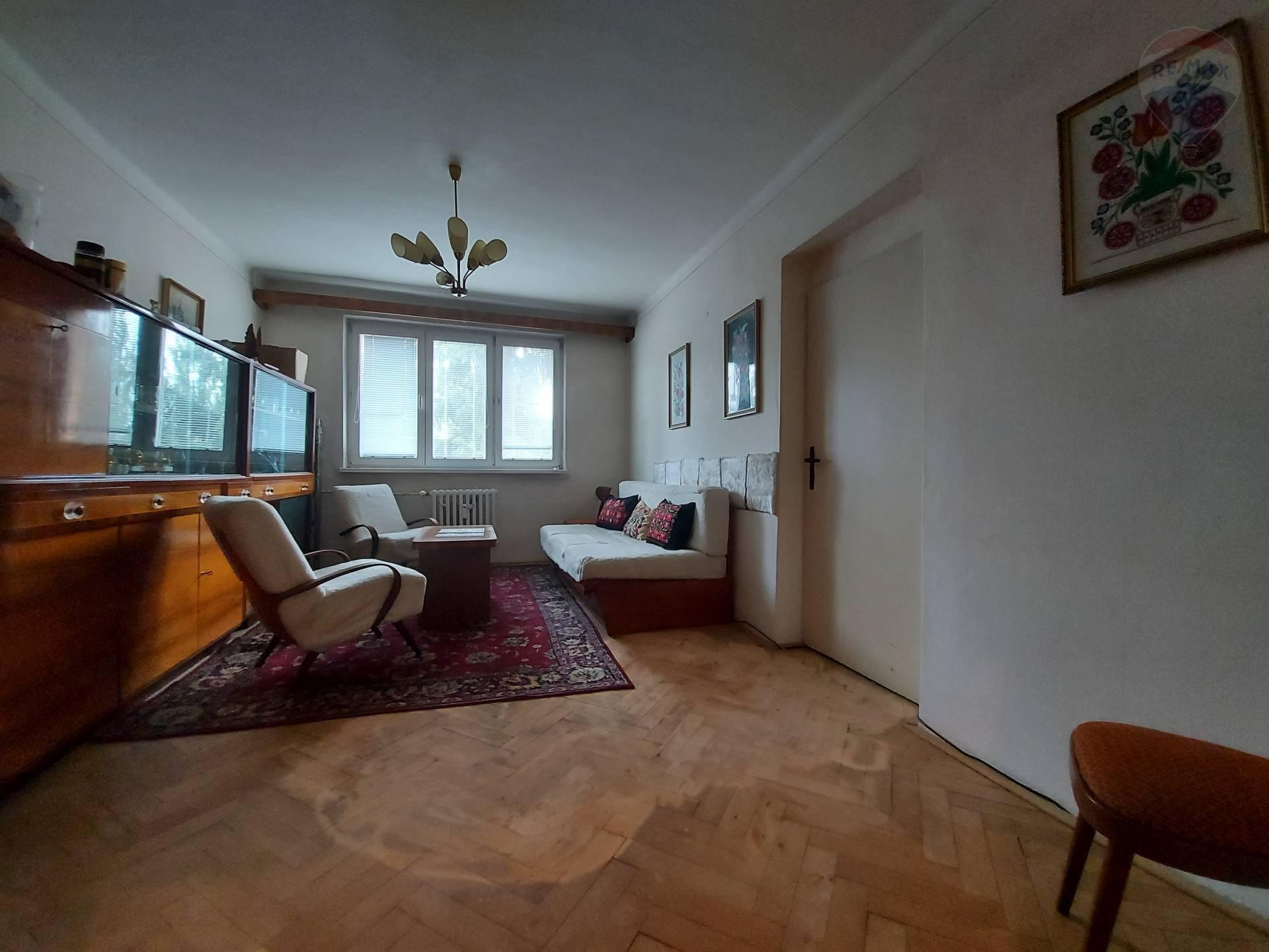 predaj 2 izbový byt Levice, Poľná