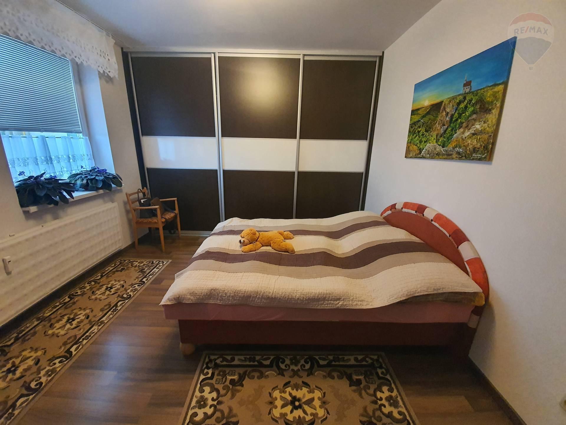 prenájom 2 izbový byt Nitra, Mikovíniho