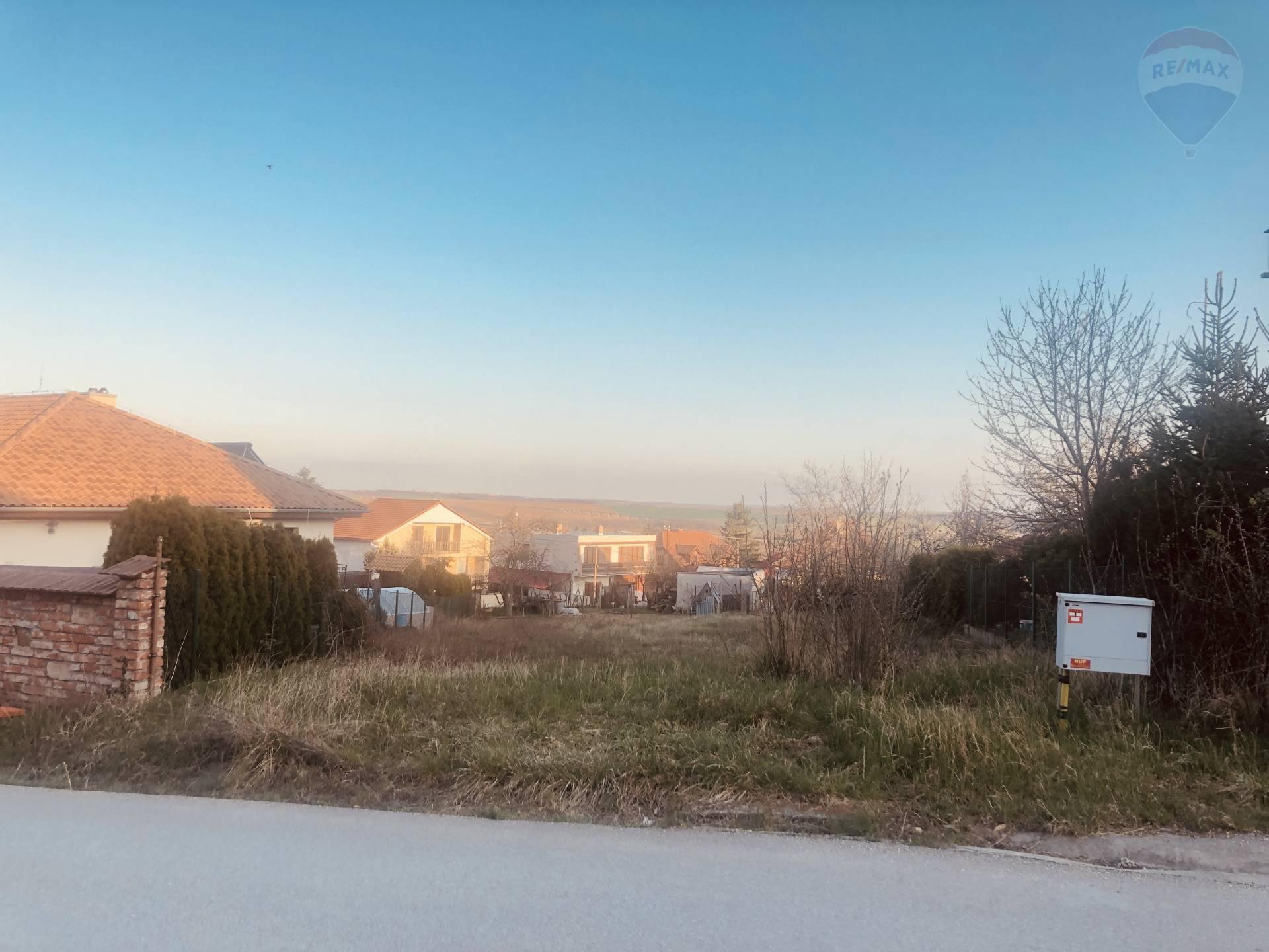 predaj stavebný pozemok Nitrianske Hrnčiarovce, Čerešňová