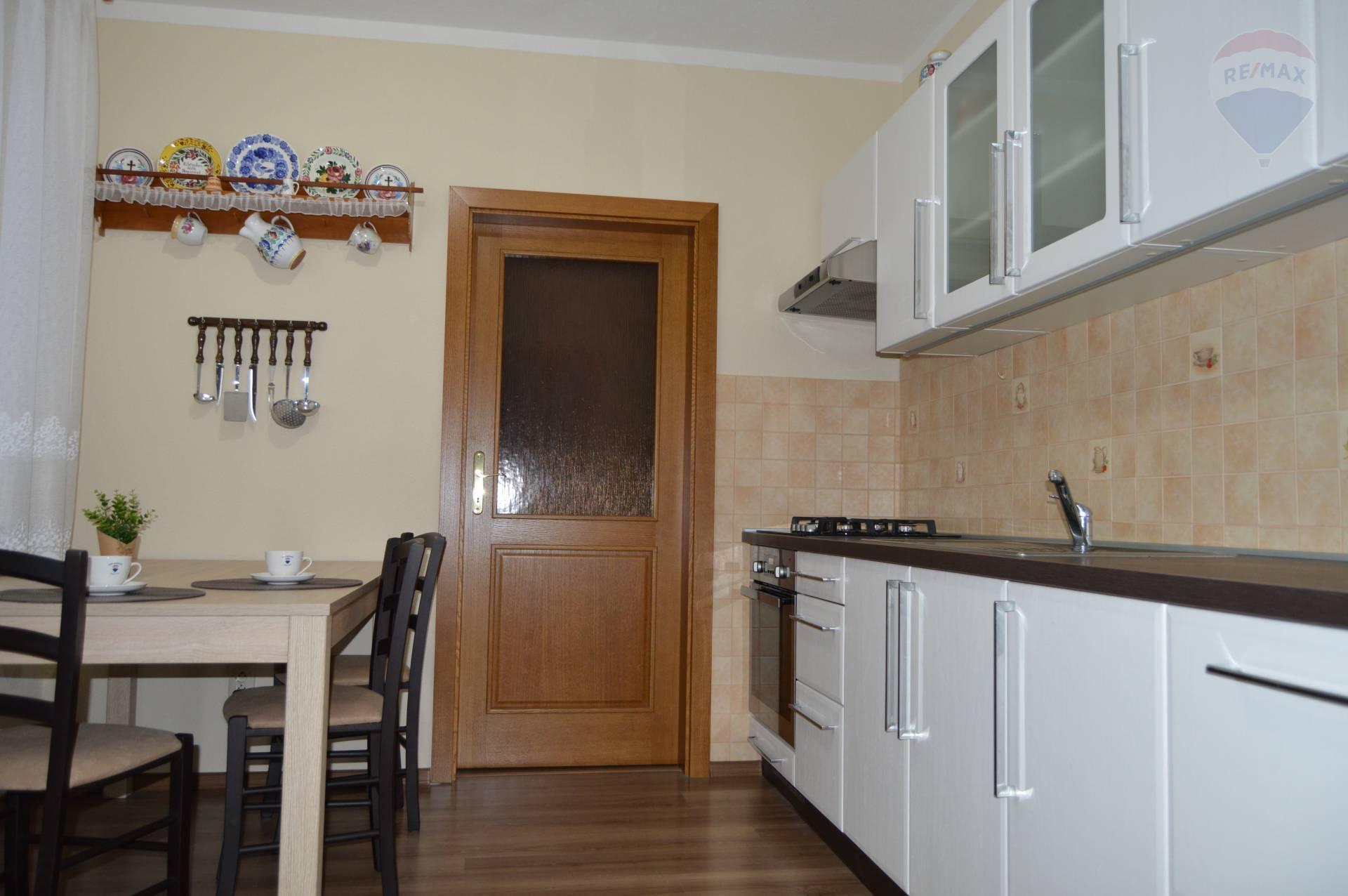 predaj 3 izbový byt Topoľčany, M. Benku