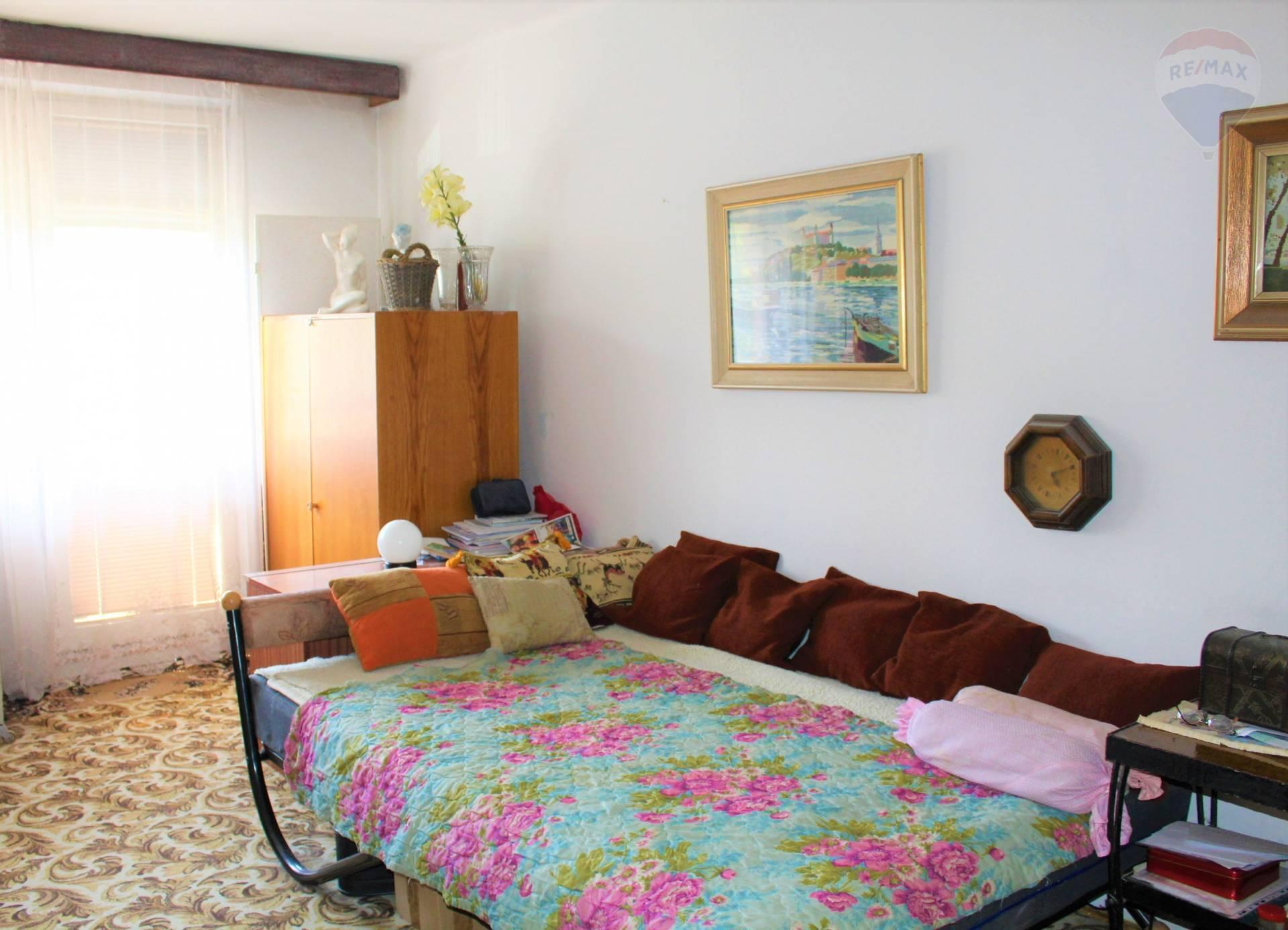 predaj 3 izbový byt Komárno, Komenského