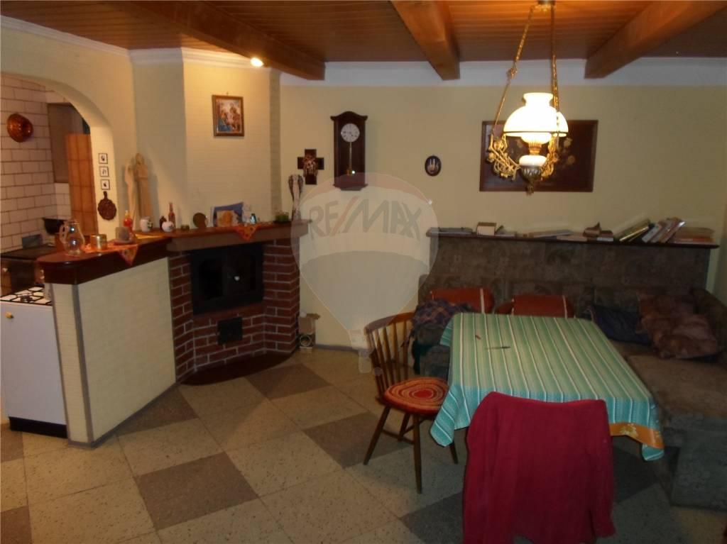 predaj rodinný dom Nová Baňa
